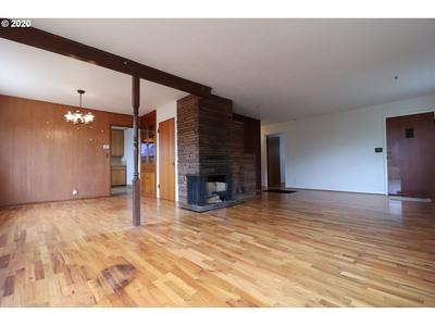 731 MEADOW AVE, Roseburg, OR 97470 - Photo 2