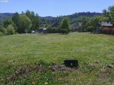 2153 NE KLAMATH AVE, Roseburg, OR 97470 - Photo 1