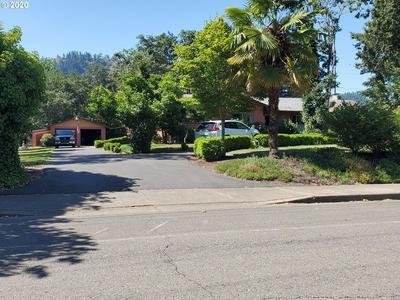 581 SE THOMPSON AVE, Winston, OR 97496 - Photo 1