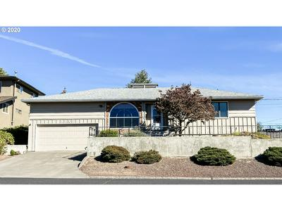 1207 NW HORN AVE, Pendleton, OR 97801 - Photo 1