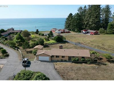 15462 OCEANVIEW DR, Brookings, OR 97415 - Photo 1