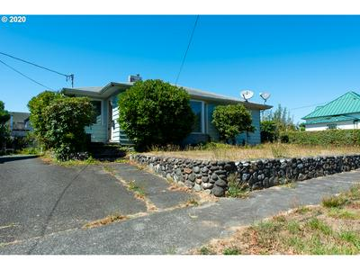 255 N FOLSOM ST, Coquille, OR 97423 - Photo 2
