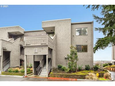 5640 S RIVERSIDE LN APT 4, Portland, OR 97239 - Photo 1