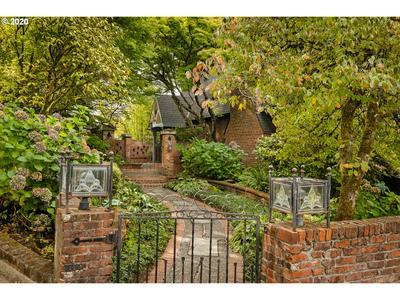 4469 SW GREENLEAF DR, Portland, OR 97221 - Photo 2
