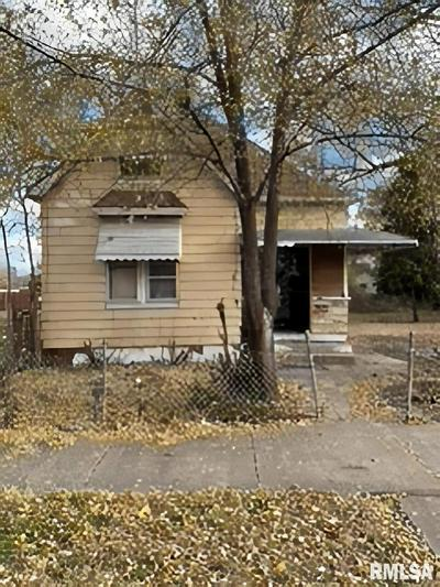 1024 S GREENLAWN AVE, Peoria, IL 61605 - Photo 1