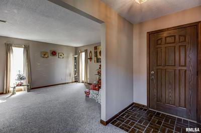 302 N PRAIRIE ST, Raymond, IL 62560 - Photo 2