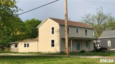 421 W SOUTH 1ST ST, Shelbyville, IL 62565 - Photo 2