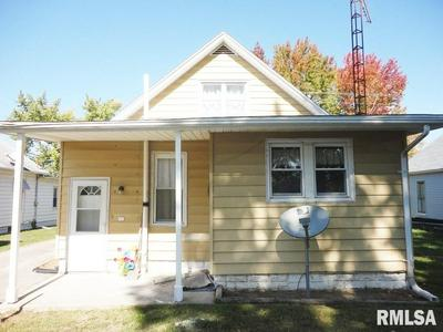 922 W VANDEVEER ST, Taylorville, IL 62568 - Photo 2