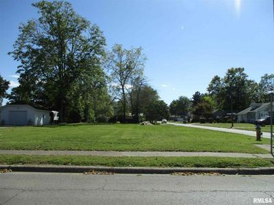 200 JOPLIN ST, Benton, IL 62812 - Photo 1