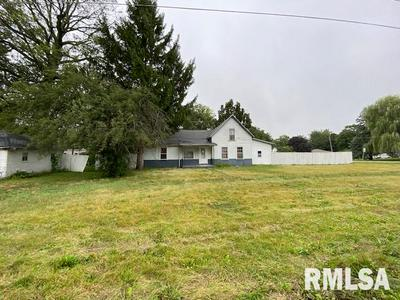 133 W COURT ST, Farmington, IL 61531 - Photo 1