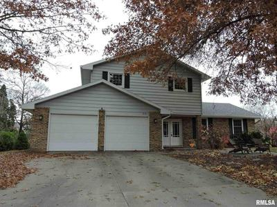 519 MEADOW DR, Macomb, IL 61455 - Photo 2