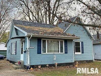 898 E PINE ST, Canton, IL 61520 - Photo 1