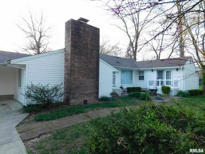 900 N COLLEGE ST, Salem, IL 62881 - Photo 2