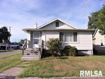 411 W RAY AVE, CHRISTOPHER, IL 62822 - Photo 1