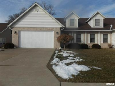 2001 DANE KELSEY DR, PEKIN, IL 61554 - Photo 1