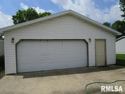 317 E MICHIGAN AVE, Jacksonville, IL 62650 - Photo 2