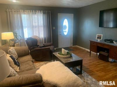 511 BLACK HILLS DR, Taylorville, IL 62568 - Photo 2