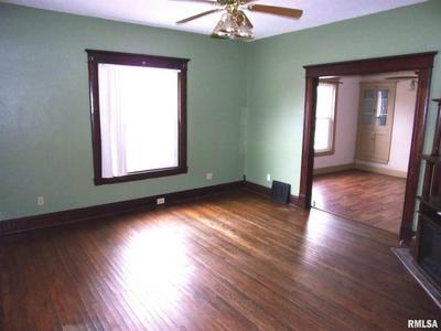 325 W PORTER ST, Salem, IL 62881 - Photo 2