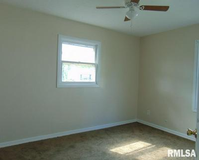 824 S 25TH ST, Springfield, IL 62703 - Photo 2