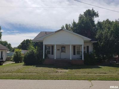 518 MAPLE ST, Lawrenceville, IL 62439 - Photo 1