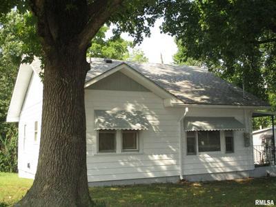105 W BOND ST, Benton, IL 62812 - Photo 2