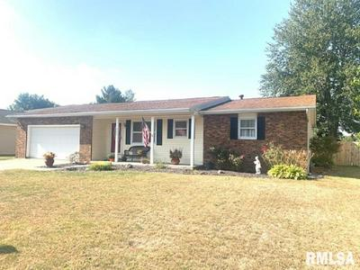 511 BLACK HILLS DR, Taylorville, IL 62568 - Photo 1