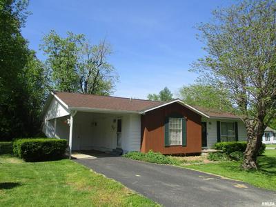 915 E CENTER ST, Benton, IL 62812 - Photo 2