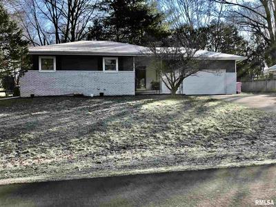 301 MEADOW DR, Macomb, IL 61455 - Photo 1