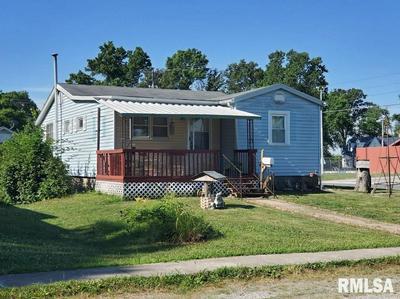 914 TAFFEE ST, Pinckneyville, IL 62274 - Photo 2
