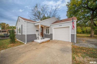 1205 N MAIN ST, Benton, IL 62812 - Photo 1