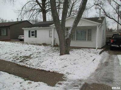 1406 BUSH ST, Pekin, IL 61554 - Photo 2