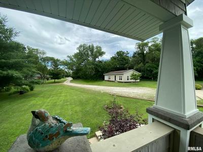 463 40TH ST, East Moline, IL 61244 - Photo 2