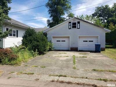518 MAPLE ST, Lawrenceville, IL 62439 - Photo 2