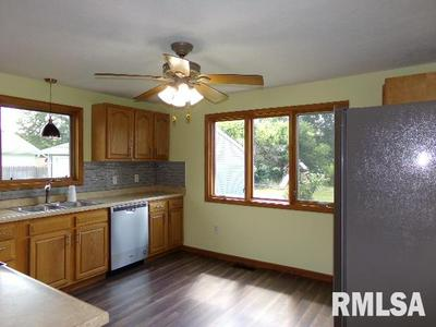 961 SIEGEL ST, Muscatine, IA 52761 - Photo 2