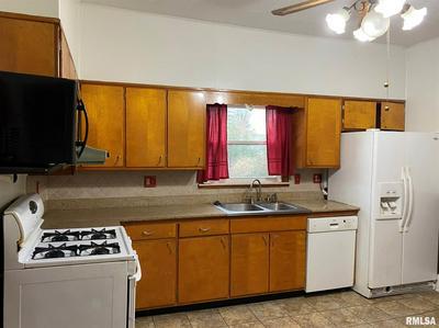 2119 CLARKE ST, Murphysboro, IL 62966 - Photo 2