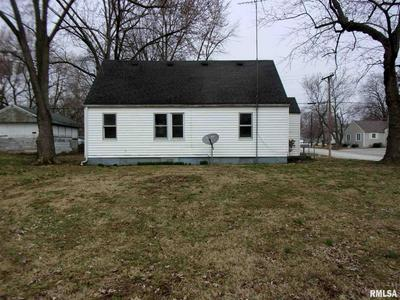 731 16TH ST, CARLYLE, IL 62231 - Photo 2