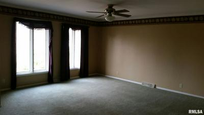 10 HEATH CT, Macomb, IL 61455 - Photo 2