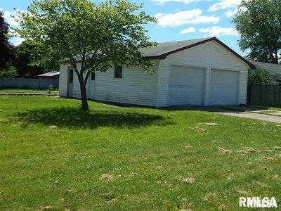 912 SW 4TH ST, Aledo, IL 61231 - Photo 2