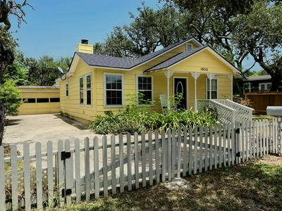 1032 N MAGNOLIA ST, ROCKPORT, TX 78382 - Photo 1