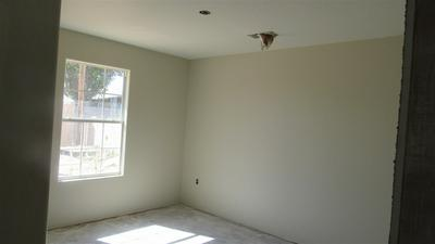 1210 YALE DR, Roswell, NM 88203 - Photo 2