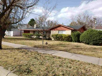 607 S ADAMS DR, Roswell, NM 88203 - Photo 2