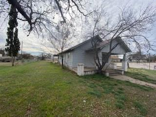 1307 N BROADWAY ST, BALLINGER, TX 76821 - Photo 2