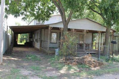 711 W ROBERTS ST, Winters, TX 79567 - Photo 1