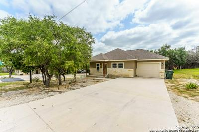 111 LAKEVIEW CT, Spring Branch, TX 78070 - Photo 1