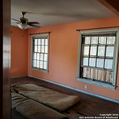 1610 W HILDEBRAND AVE, San Antonio, TX 78201 - Photo 2