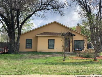924 NORTH ST, Kerrville, TX 78028 - Photo 2