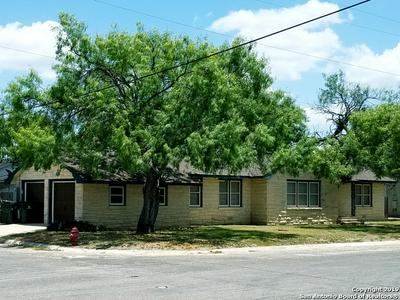 720 N ESPLANADE ST, Karnes City, TX 78118 - Photo 1