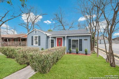 1818 W RIDGEWOOD CT, San Antonio, TX 78201 - Photo 2