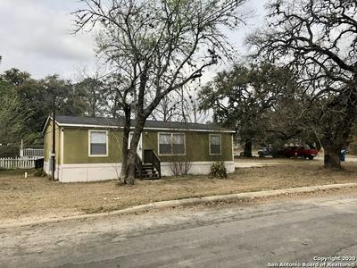738 AUSTIN ST, PLEASANTON, TX 78064 - Photo 2