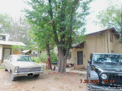 422 VIRGINIA ST, Pleasanton, TX 78064 - Photo 1